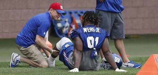 New York Giants defensive end Robert Ayers Jr.,