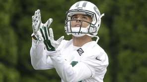 The New York Jets' Devin Smith catches a