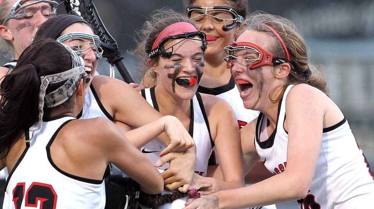 Syosset celebrates after beating Farmingdale in the Nassau