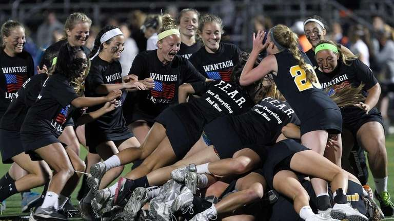 Wantagh celebrates after beating Manhasset in the Nassau