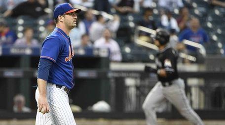 New York Mets starting pitcher Matt Harvey reacts