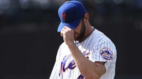 New York Mets starting pitcher Jonathon Niese walks