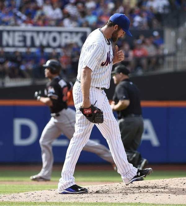 New York Mets starting pitcher Jonathon Niese reacts