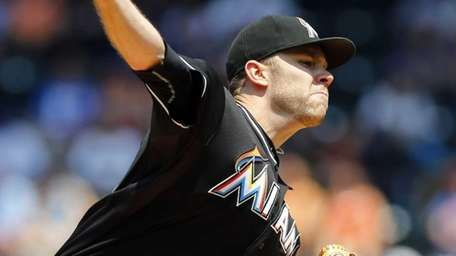David Phelps #41 of the Miami Marlins pitches