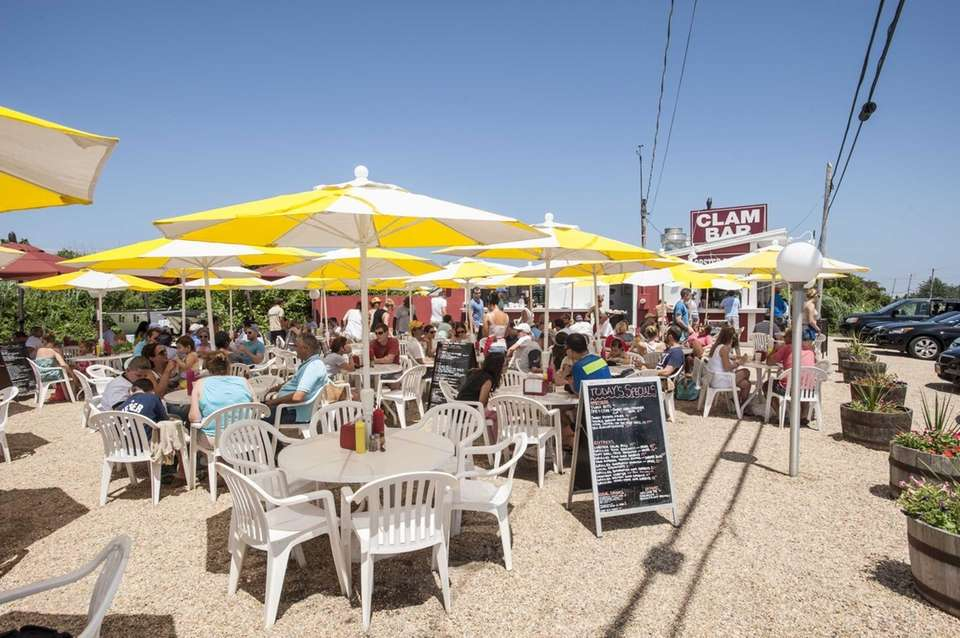 Clam Bar, Amagansett: This all-outdoors landmark states its