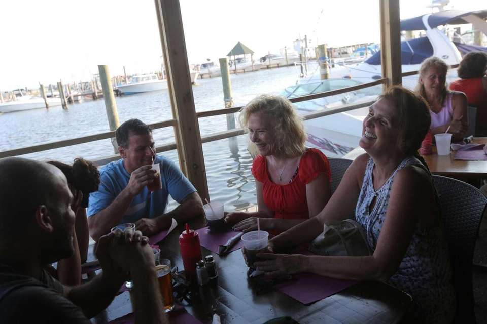 Kingston's Clam Bar, West Sayville: The opening of