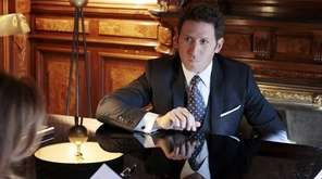 "Mark Feuerstein as Dr. Hank Lawson in ""Royal"