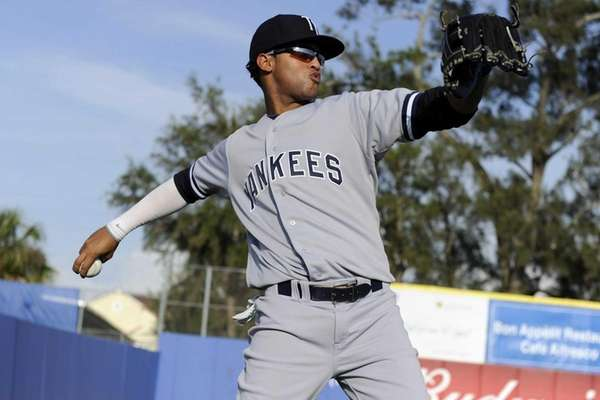 Tampa Yankees outfielder Mason Williams #14 warms up