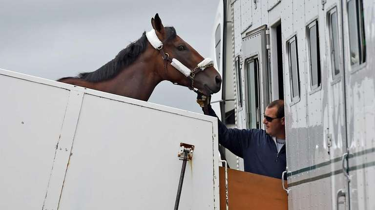 Triple Crown hopeful American Pharoah arrives at Long