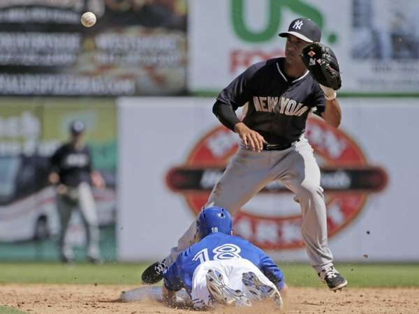 Steve Tolleson steals second base as Yankees shortstop