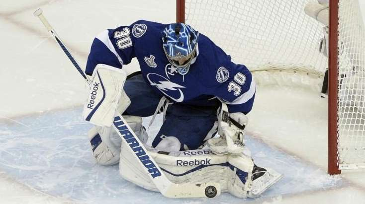 Tampa Bay Lightning goalie Ben Bishop (30) blocks