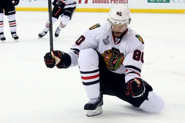Antoine Vermette #80 of the Chicago Blackhawks celebrates