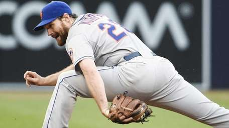 Daniel Murphy of the New York Mets stretches