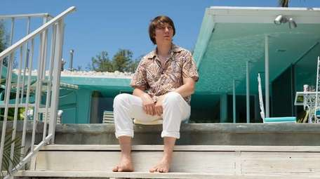 Paul Dano as Brian Wilson in a scene