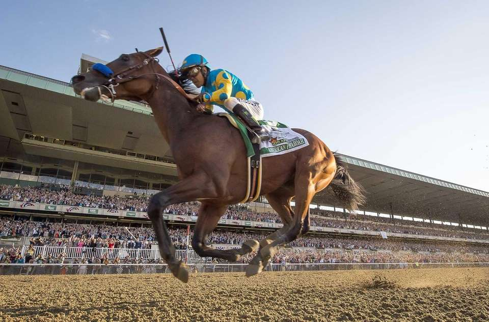 American Pharoah runs his way to the Triple