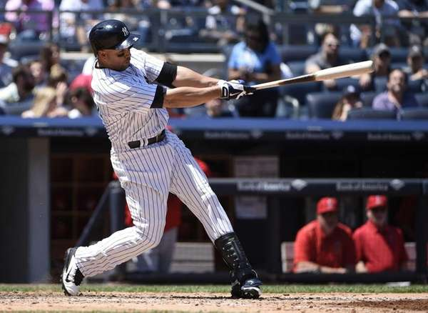 New York Yankees rightfielder Carlos Beltran grounds into