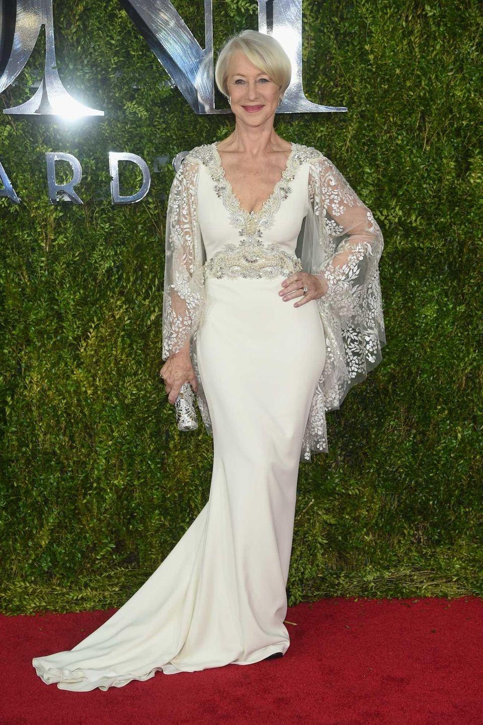Helen Mirren attends the 2015 Tony Awards at