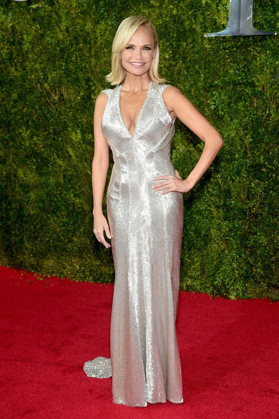 Kristin Chenoweth attends the 2015 Tony Awards at