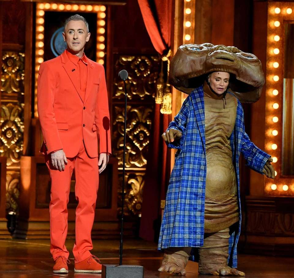 Hosts Alan Cumming and Kristin Chenoweth, dressed as