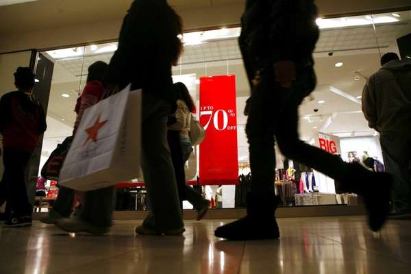 Shoppers flock to the Roosevelt Field Mall in