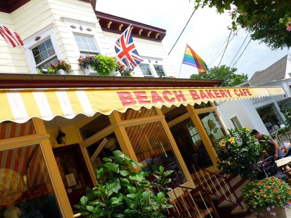 Beach Bakery Cafe, Westhampton Beach: This spot's peach-raspberry