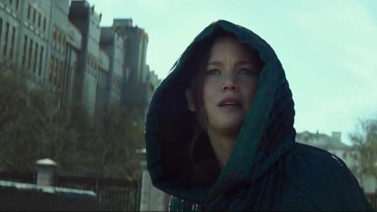 Katniss Everdeen (Jennifer Lawrence) takes on President Snow