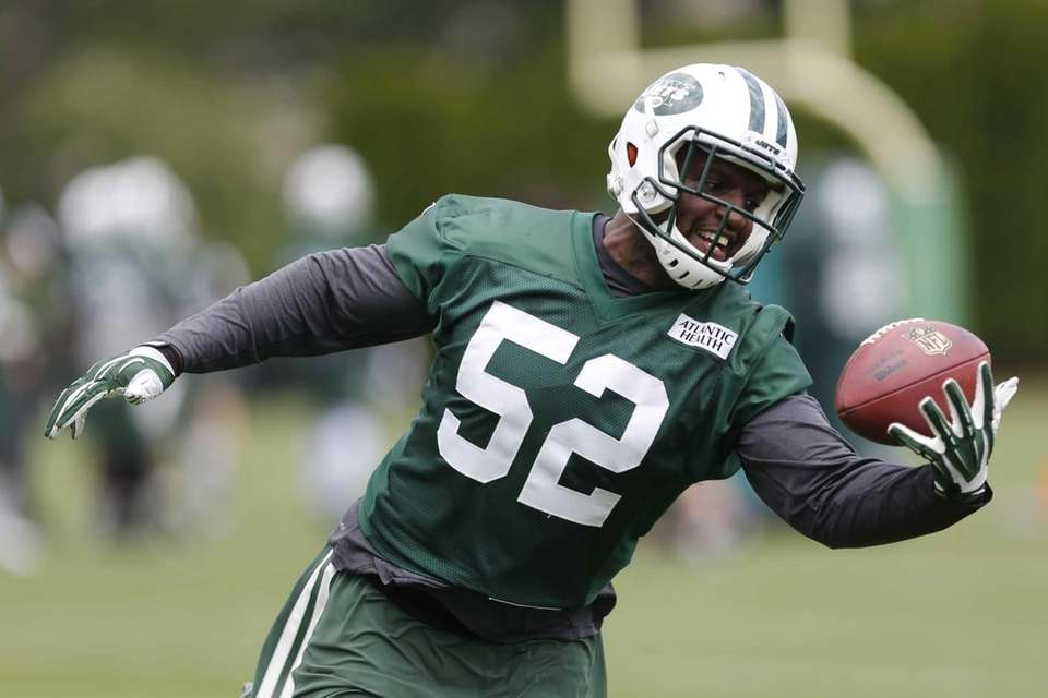 New York Jets inside linebacker David Harris makes
