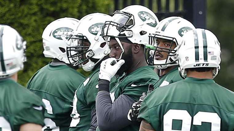New York Jets defensive end Muhammad Wilkerson, center