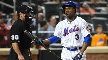 New York Mets rightfielder Curtis Granderson reacts after