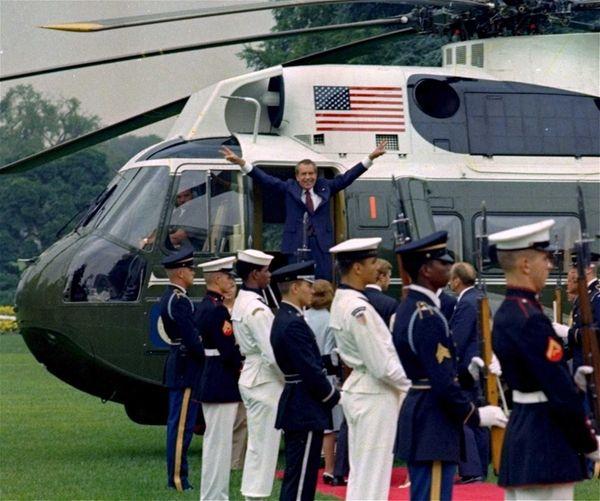 President Richard Nixon says goodbye outside the White