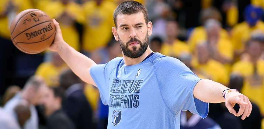 Marc Gasol of the Memphis Grizzlies warms up