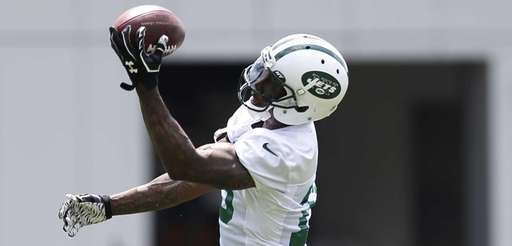 New York Jets wide receiver Brandon Marshall makes