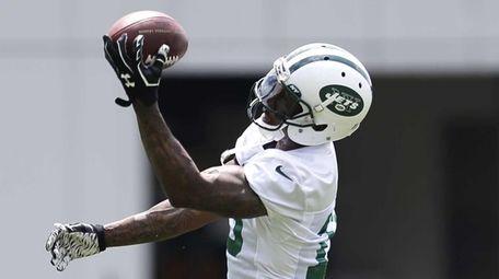 New York Jets wide receiver Brandon Marshall makes