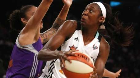 The New York Liberty's Tina Charles, center, is