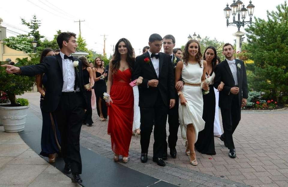 Roslyn High School students arriving for their prom