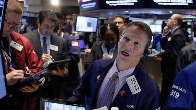 Robert Charmak, right, works with fellow traders on