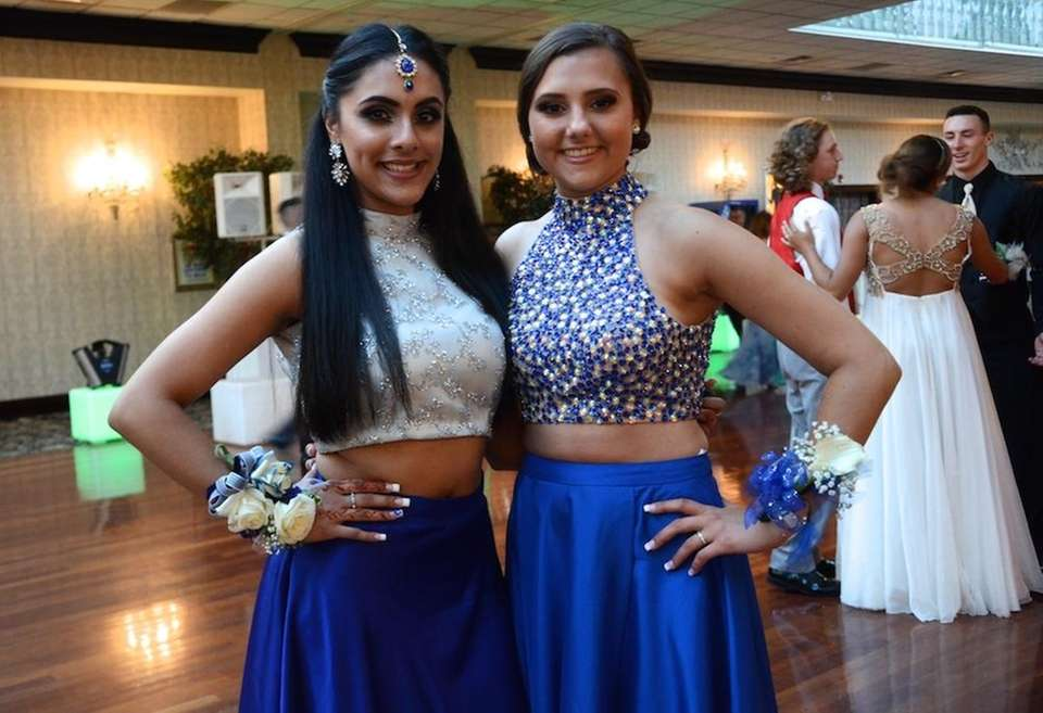 Longwood High School students celebrate their senior prom
