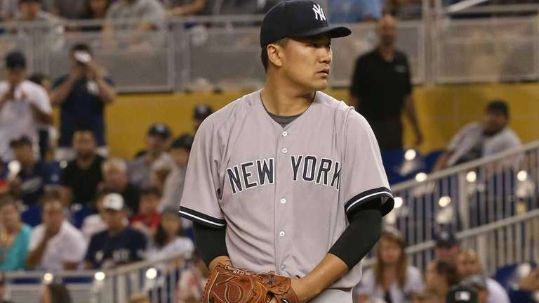 Masahiro Tanaka of the New York Yankees sets
