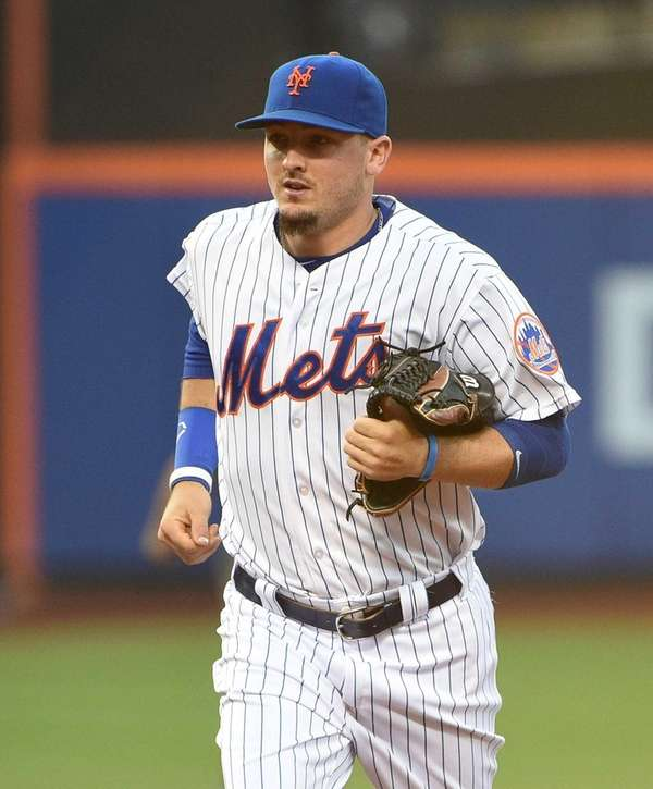 New York Mets leftfielder Darrell Ceciliani runs to