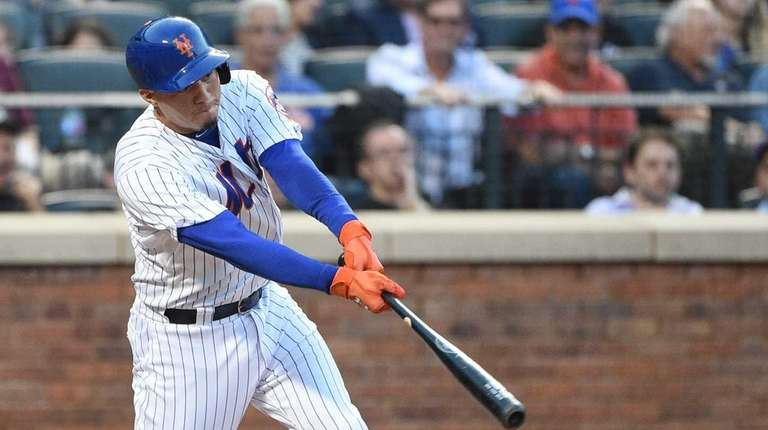 Mets shortstop Wilmer Flores hits a sacrifice fly,