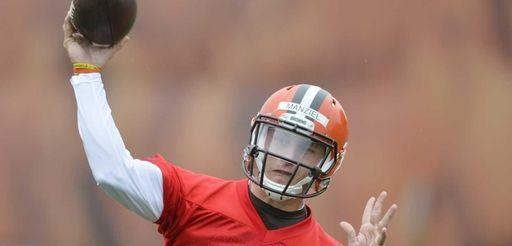 Cleveland Browns quarterback Johnny Manziel throws a pass