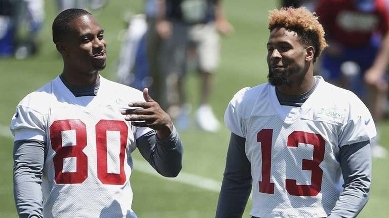 New York Giants wide receivers Victor Cruz, left,