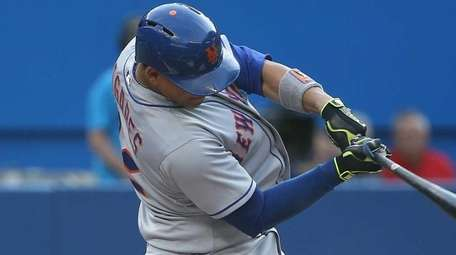 Juan Lagares of the New York Mets hits