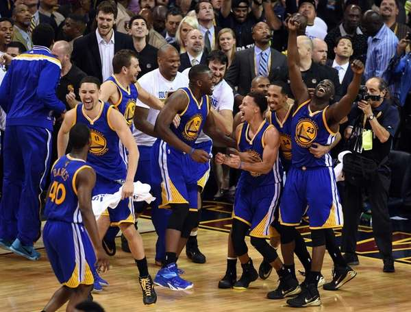Stephen Curry and the Golden State Warriors celebrate