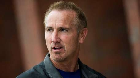 New York Giants defensive coordinator Steve Spagnuolo at