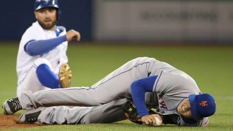 Wilmer Flores of the New York Mets reacts