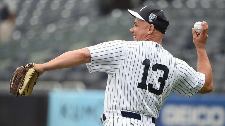 Former New York Yankees Jim Leyritz throws a