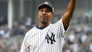 Former New York Yankee Willie Randolph acknowledges the