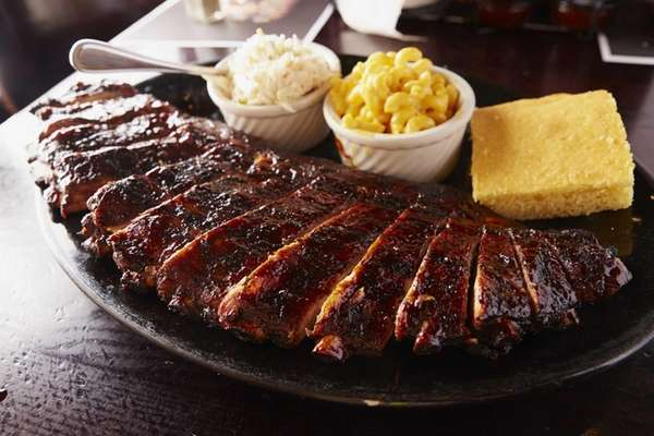 Ribs, are served with mac and cheese, coleslaw