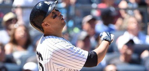 New York Yankees rightfielder Carlos Beltran pops out